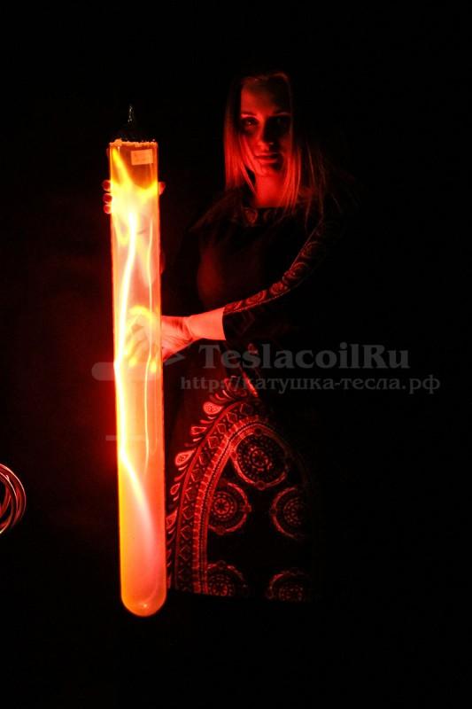 Плазменная труба ярко-красная
