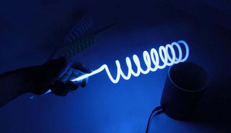 Голубая неоновая спираль