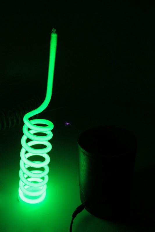 Зелёная неоновая спираль