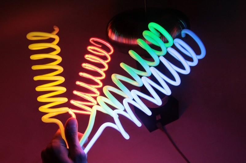 Цветные неоновые спирали