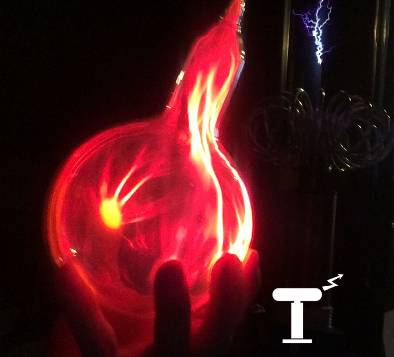 Красный плазменный шар