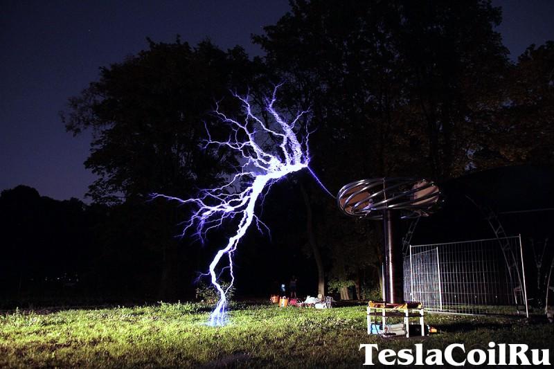 Гигантская катушка Тесла