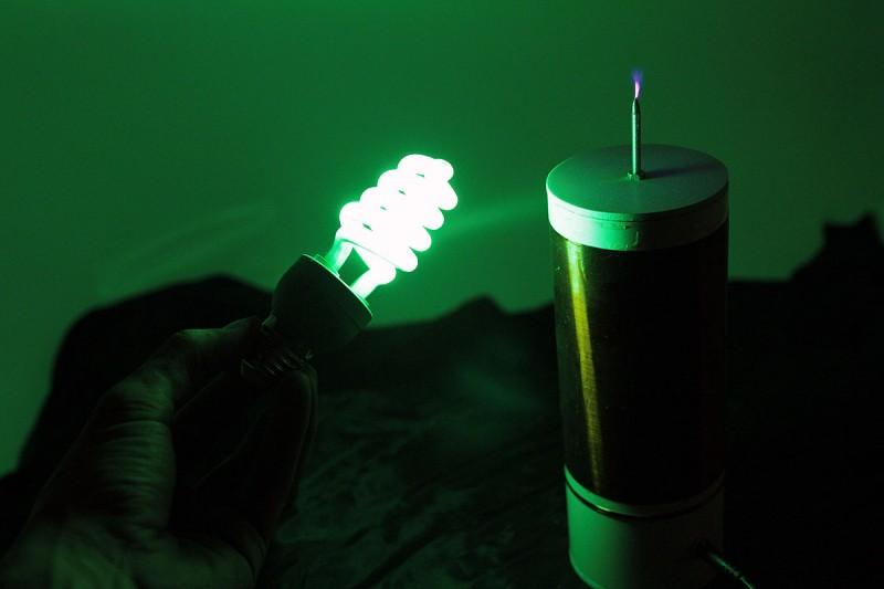 Зелёная энергосберегающая лампа
