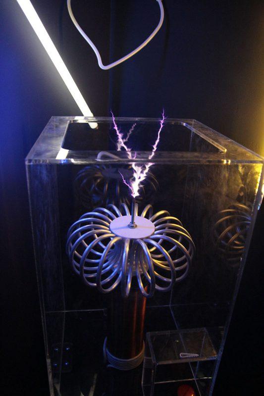 Экспонат Катушка Тесла