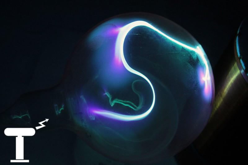Сине-зелёный плазменный шар