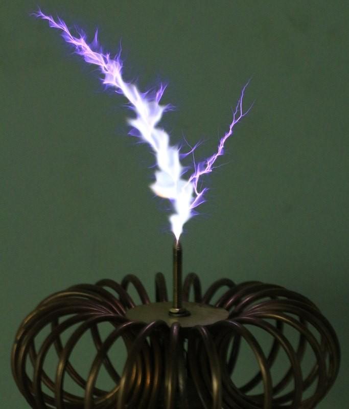 Катушка Тесла в стиле стимпанк